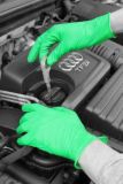 GD535_GD535_Grip_Nitrile_Powder_Free_Glove_Action_Automotive_Portrait_1.jpg