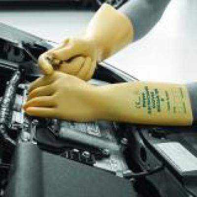 RE1410_Electricians_Gloves_Action_Automotive_Square_1.jpg