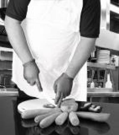 A1WR_Apron_White_Action_Food_Portrait_1.jpg