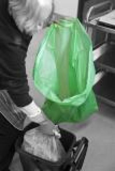 BCOL-G_BCOL-G_Coloured_Refuse_Sacks_Green_Action_Portrait_1.jpg