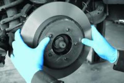 GD21_GD21_Nitrile_Powder_Free_Glove_Action_Automotive_Landscape_1.jpg