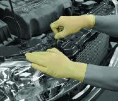 GD45_Latex_Glove_Action_Automotive_Landscape_1.jpg