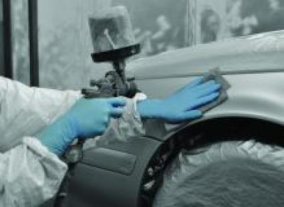 GL891_Blue_Nitrile_Long_Cuff_Action_Automotive_Landscape_1.jpg